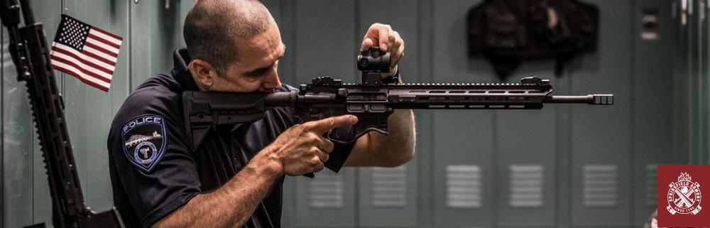 Police-Officer-AR-15